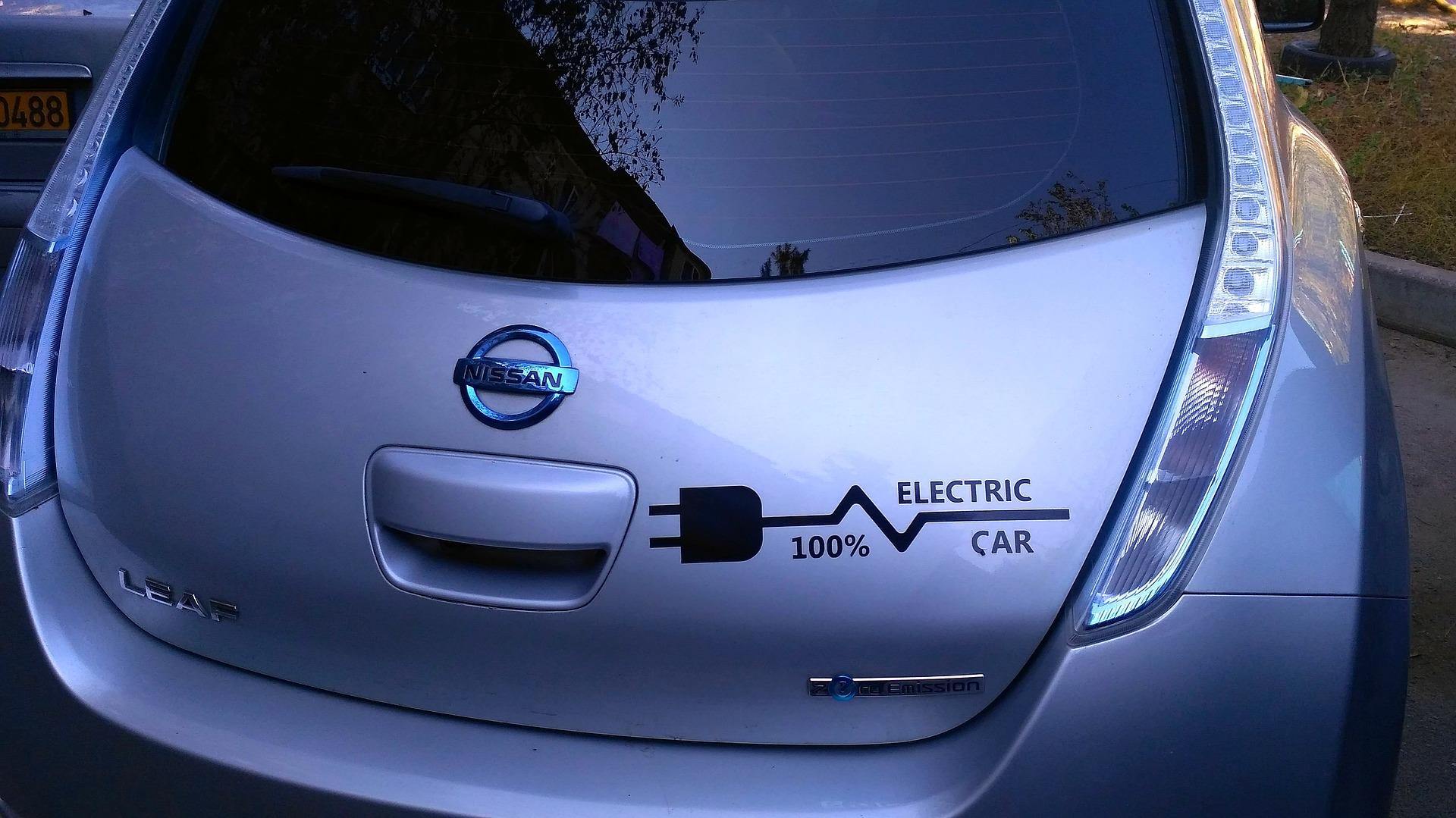 electric-car-1718679_1920